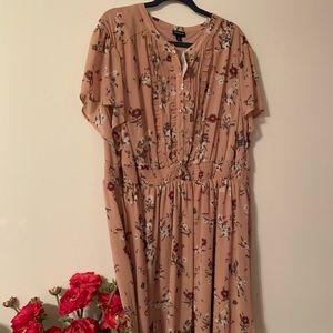 Torrid nude/blush floral plus size dress, size 4